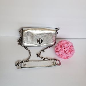 🌸Gorgeous🌸 EUC Silver Metallic Leather Crossbody